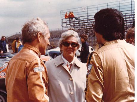 Paul Newman, Mary Harper, Dick Harper (back to camera)