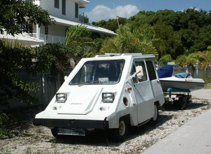 Plug-in electric vehicle living ironically on 'off-the-grid' No Name Key